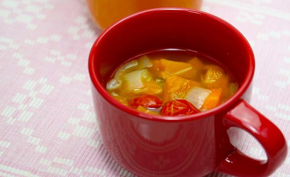 濃い色野菜スープ